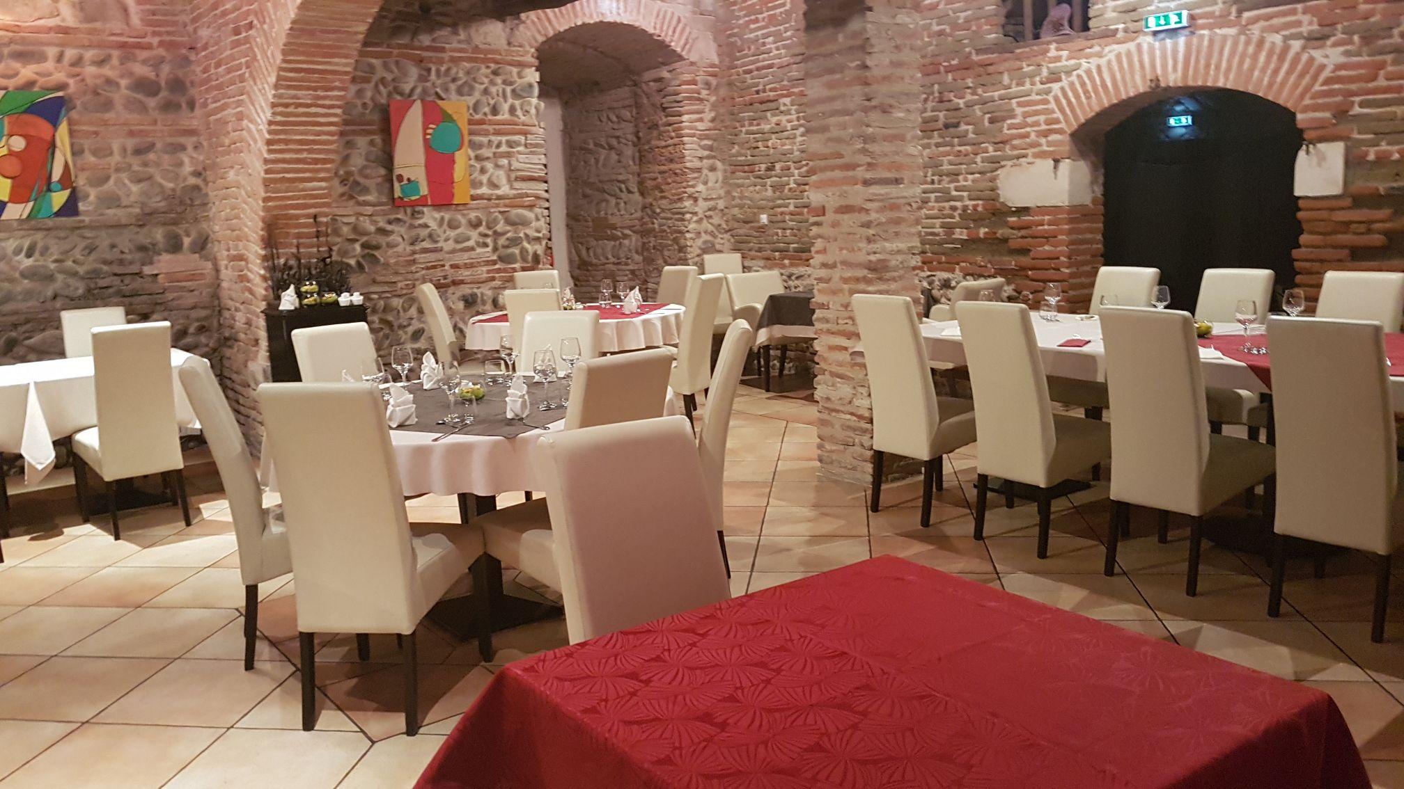 Restaurant interieur domaine de la terrasse for Interieur restaurant